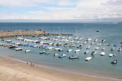 Barcos e praia fotografia de stock royalty free