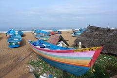 Barcos e praia de pesca de Kerala Fotos de Stock Royalty Free