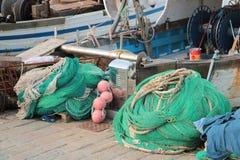 Barcos e redes de pesca fotos de stock