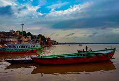 Barcos e rio do céu imagens de stock