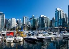 Barcos e skyline de Vancôver Fotos de Stock Royalty Free