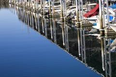 Barcos Edmonds Washington de las reflexiones del puerto deportivo Fotografía de archivo