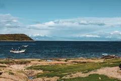 Barcos em Copacabana, Bolívia foto de stock