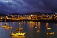 Barcos em ligjts da noite Imagem de Stock