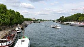 Barcos em Seine, Paris, França Fotografia de Stock