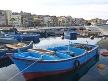 Barcos em Taranto fotos de stock