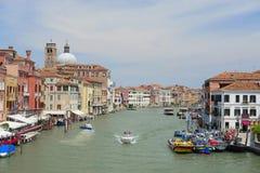 Barcos em um canal em Veneza Fotografia de Stock Royalty Free