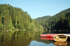 Barcos em um lago fotos de stock royalty free