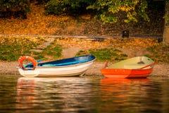 Barcos em um lago imagem de stock royalty free