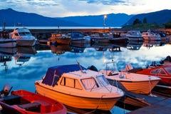 Barcos em um moorage fotos de stock royalty free
