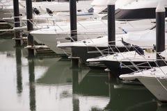 Barcos em um porto Fotos de Stock Royalty Free