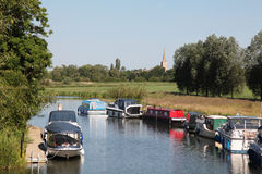 Barcos em um rio Imagens de Stock