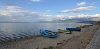 Barcos em uma praia Imagens de Stock