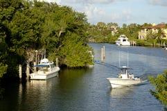 Barcos en canal Foto de archivo