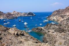 Barcos en Cap de Creus, Gerona. Costa Brava. España imágenes de archivo libres de regalías