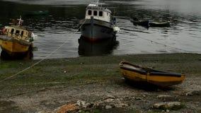 Barcos en chile del chiloe de castro almacen de metraje de vídeo