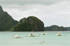 Barcos en el agua tranquila Fotografía de archivo
