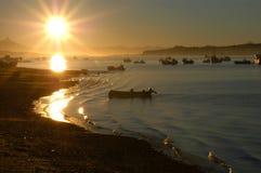 Barcos en el amanecer imagen de archivo