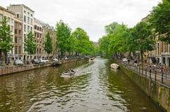 Barcos en el canal de Amsterdam Foto de archivo