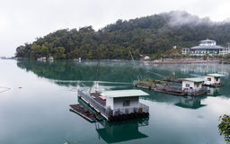 Barcos en el embarcadero de Ita Thao Fotografía de archivo libre de regalías