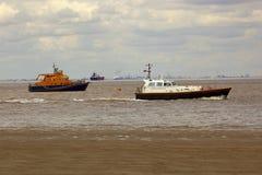 Barcos en el estuario del humber Fotos de archivo libres de regalías