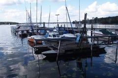 Barcos en el lago Fotos de archivo libres de regalías