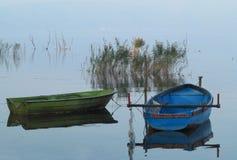 Barcos en el lago Dojran Imagenes de archivo