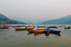 Barcos en el lago Fewa imágenes de archivo libres de regalías