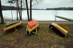 Barcos en el lago galve, Lituania Imagenes de archivo