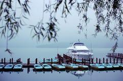Barcos en el lago Sun-Luna Foto de archivo libre de regalías