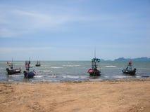 Barcos en el mar imagenes de archivo
