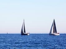 Barcos en el mar Fotos de archivo libres de regalías