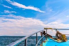 Barcos en el mar de andaman, yendo a las islas Phuket de la phi de la phi, Krabi, tan Fotografía de archivo libre de regalías