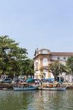 Barcos en el mar de la ciudad de Paraty - RJ - el Brasil Imagen de archivo libre de regalías