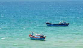 Barcos en el mar en Quy Nhon, Vietnam Imágenes de archivo libres de regalías