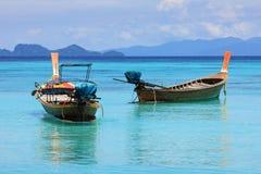 Barcos en el mar tailandés imagenes de archivo