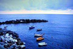 Barcos en el mar tranquilo Imagen de archivo libre de regalías