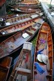 Barcos en el mercado flotante fotografía de archivo libre de regalías