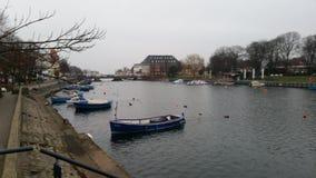 Barcos en el nde del ¼ de WarnemÃ, Alemania imagen de archivo libre de regalías