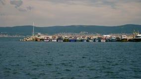 Barcos en el puerto metrajes