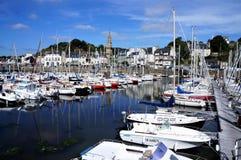 Barcos en el puerto bonito Binic imagen de archivo libre de regalías