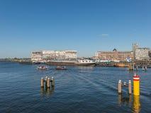 Barcos en el puerto de Amsterdam Imagen de archivo libre de regalías
