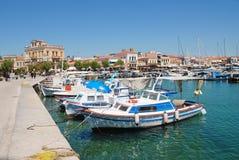 Barcos en el puerto de la ciudad de Aegina, Grecia Fotografía de archivo libre de regalías