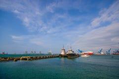 Barcos en el puerto de los dos puntos en Panamá Imágenes de archivo libres de regalías