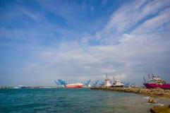 Barcos en el puerto de los dos puntos en Panamá Fotografía de archivo libre de regalías