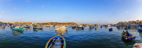 Barcos en el puerto de Marsaxlokk Imágenes de archivo libres de regalías