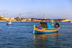 Barcos en el puerto de Marsaxlokk Fotos de archivo libres de regalías