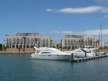 Barcos en el puerto deportivo foto de archivo