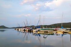 Barcos en el puerto deportivo Foto de archivo libre de regalías