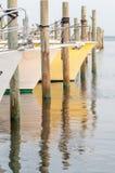 Barcos en el puerto deportivo en la salida del sol Fotografía de archivo